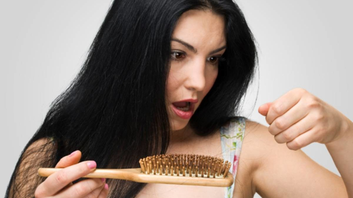 Tired Of Hair Loss? Try These Effective Natural Remedies