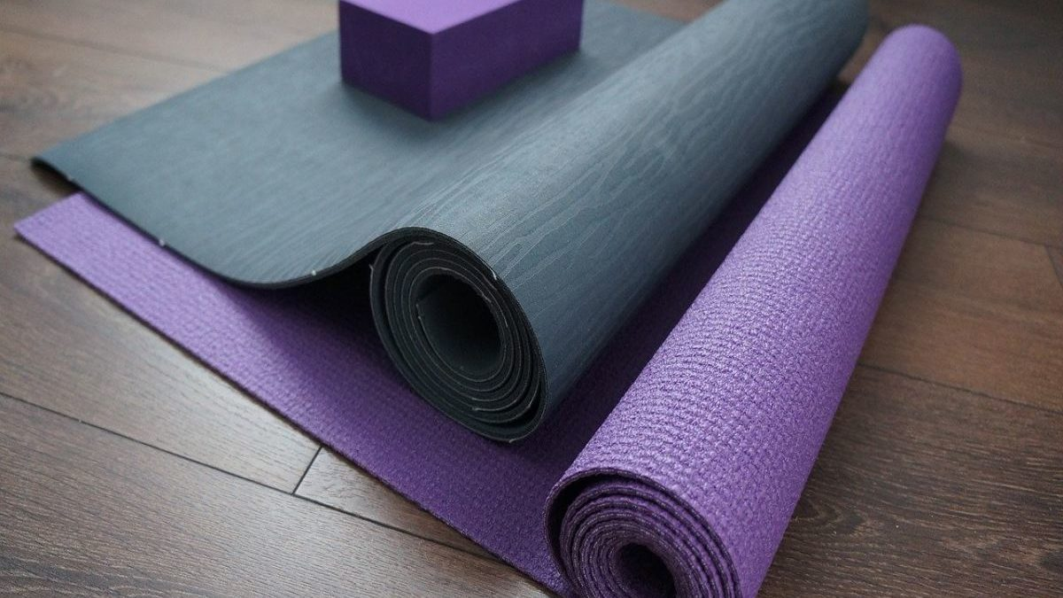 7 Best Yoga Mats For Home Workouts