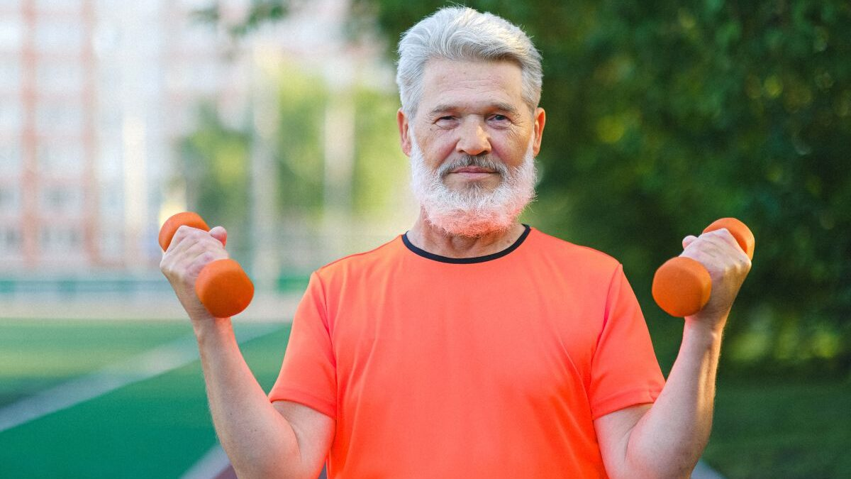 New York Fitness Trainer, Christopher Lee Shares 5 Science-Backed Ways to Slow Muscle Aging