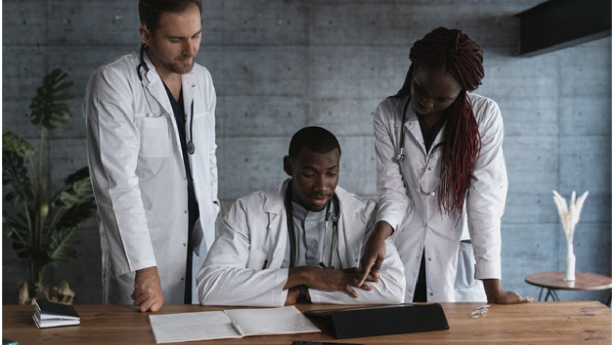 The Ultimate Guide For Healthcare Workers Seeking Leadership Roles